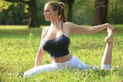 喬丹卡佛爆乳做瑜珈 轉