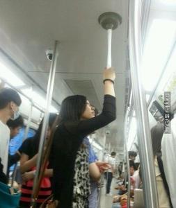 我搭捷運從來不用拉環,你看了就知道為什麼