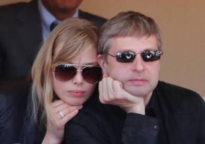 這只是一個普通的俄羅斯土豪….. 不過他最近破了個超級世界紀錄….