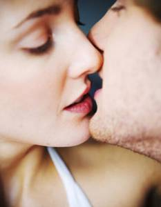 濕潤的吻 會讓女人更興奮
