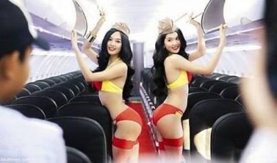 越南「空姐」制服原本超保守!!現在竟然換上火辣比基尼服務客人引發網友熱議!!