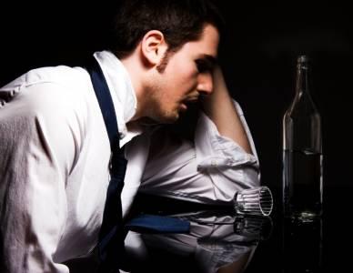 老公酒醉回家後,對著扶他的老婆說:「嘿,這位小姐...!!!
