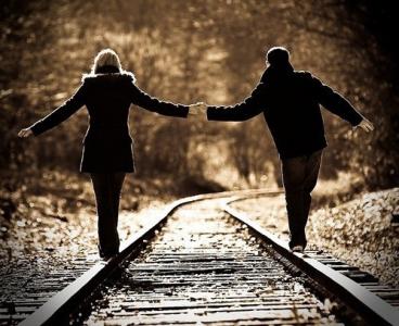 心酸感動的愛情語錄:生活一半回憶一半繼續