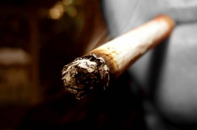 【熱門】抽菸的小心!大陸一男子因抽假菸爆炸不治身亡!