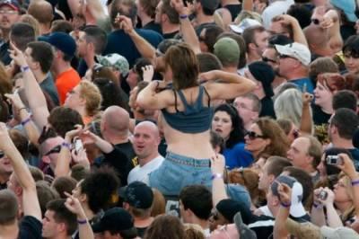 女人被偷瞄的瞬間抓拍,巧合還是有意?