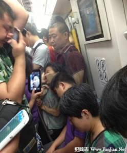在捷運上看到這麼經典的畫面,怎麼能錯過