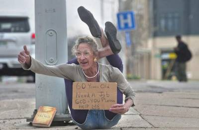 60歲《花花公子》女郎潦倒流落街頭乞討