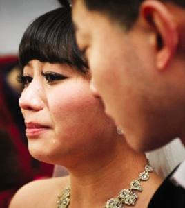 23歲癌末新娘含淚出嫁 新郎承諾下輩子繼續一起...