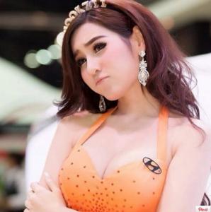 Nookzii Nook 來自泰國超美的車展美女