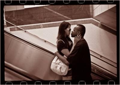 紐約街頭的戀人們,從30年前吻到現在!
