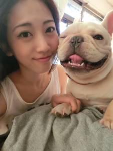 PTT鄉民分享養鬥牛犬的正妹 網友:最後一張看得好害羞!