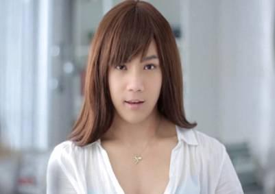 泰國內衣廣告男模穿胸罩擠出乳溝