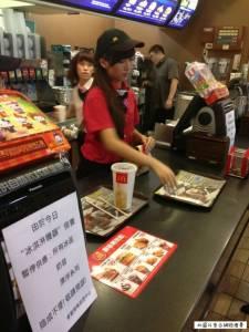 中山站麥當勞正妹店員被神到!鄉民:超正,決定要去朝聖了!