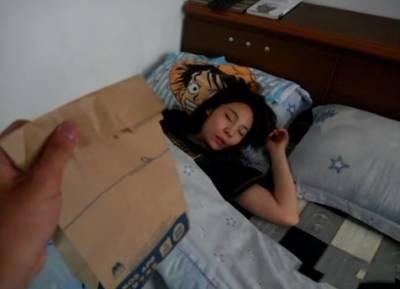 女友床上不起?男友使用高難度絕招!