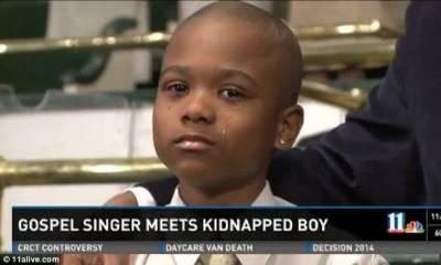 小男孩詠唱聖歌!擊退怪物獲救!