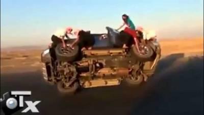 【誇張】還能更屌嗎?開掛的阿三們邊開車邊換輪胎!!