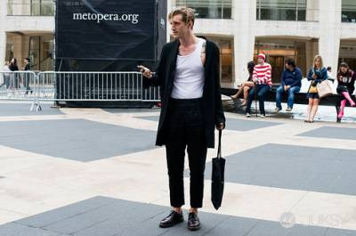 【JUKSY x Polysh】超搶鏡的紅白條紋男!「威利在哪裡?」時裝週亂入版