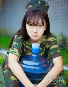 軍訓女神清純軍服照走紅,台灣500人才會有一個極品吧...
