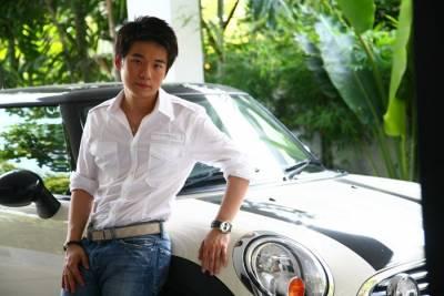 他沒有靠山沒有身份地位,17歲創業,20多歲已經變成億萬富翁!