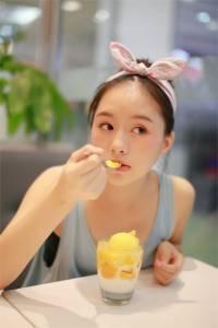 超萌夢幻點心妹!怎麼連吃個冰都能那麼美那麼夢幻~~太可愛了!!