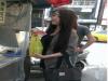感覺好兇啊!網友拍到買饅頭的超正妹 PO圖跪求神龍出洞