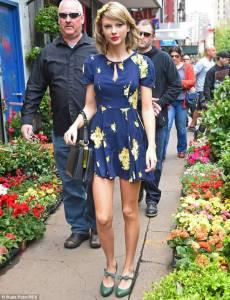 小天后泰勒絲春日時尚造型現身紐約街頭