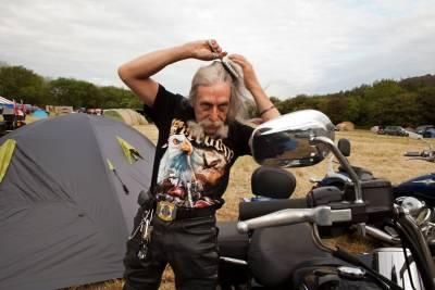 比利時女攝影師打破飛車黨惡棍形象,真實記錄成員們私下生活剪影
