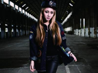 HATER x人氣女神-篠崎泫 聯名新品發售囉!