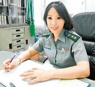 """中國最美女教官走紅被讚""""神似章子怡"""""""