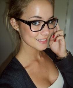 網路瘋傳....魅力指數破表的''眼鏡妹''