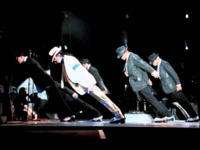 揭秘!麥可·傑克遜的獨門「45度前傾」舞步