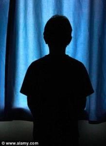 女子在丈夫指導下竟與十二歲兒子發生性關係