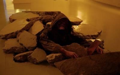 冰島巫術用好友的皮做出來的人皮褲,你看了敢穿嗎?好噁啊~~