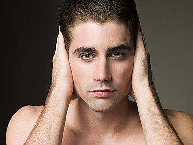 不可思議 從耳朵上的紅痣判斷男性是不是處男