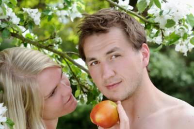 這有點歪了吧 亞當找夏娃?配對「真人秀」參賽男女需全祼過夜