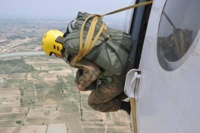 一個令人臉紅害羞的問題:為什麼第一次跳傘會射精?
