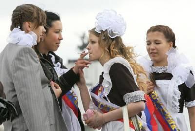 男人的夢想! 在俄羅斯高中生的畢業典禮上可以實現...