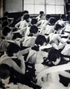 日本帝國主義教育:男女裸體上課(原來謎片演的是真的,驚)