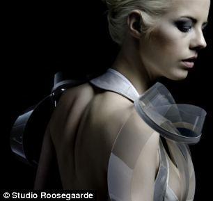 荷蘭設計師推情感響應式時裝:興奮時變透明