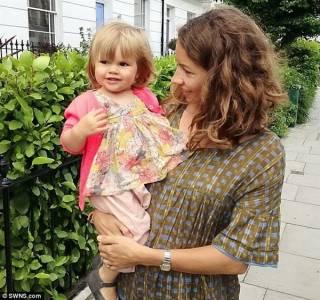 英母親上傳19月大女兒露點照 賬號被封