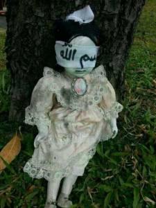 路邊的娃娃不要亂碰!尤其是這樣的娃娃......