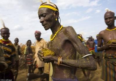 非洲的埃塞俄比亞部落,這是他們的慶祝方式...