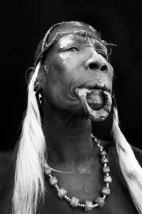 非洲即將消失的唇盤族