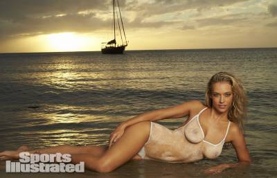 美國泳裝名模 Hannah Ferguson 全裸上陣!親身詮釋人體彩繪泳裝!