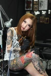 馬來西亞美女刺青師超火辣 臉鑽酒窩洞秀甜美笑容│JUKSY 線上流行生活誌