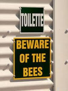 史上最糟的十三個號誌牌 叫人去撞安全桿就算了 上廁所竟然還要注意...