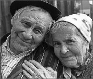 老夫妻的相濡以沫:爱,只有一个奢望,你一定要看完!