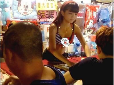 台南夜市驚現「二筒辣妹」 網友求神超兇攤位正妹:這家生意好到爆!