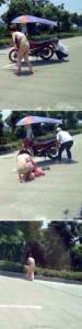 一個姑娘在路上行走時,被一輛飛馳而過摩托車把她的裙子...