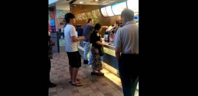 「妳他X的...」麥當勞長髮男怒嗆店員長達90分鐘...